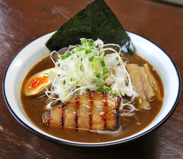 極麺 炙 紅黒(ごくめん あぶり べにくろ)